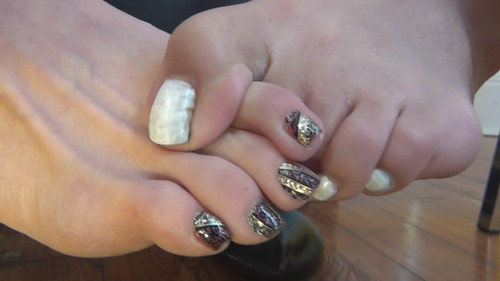 Shaylee and Holiday Toe Fight