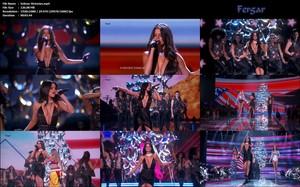 Selena Gomez Video Con Vestido Escotadísimo Por Todos Los Lados De Su Actuación En Victoria's Secret Fashion Show