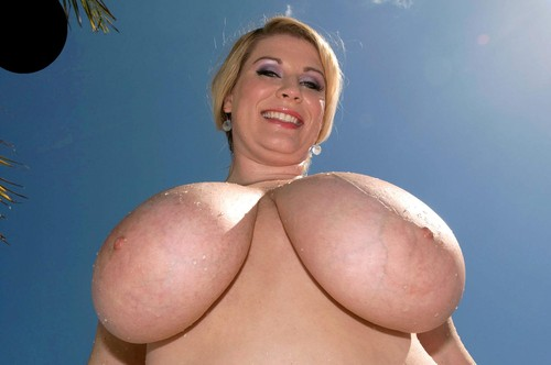 Renee Ross    Large, Natural Tits Wet & Wild HD 720p