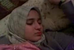 فضيحة فتاة محجبة مصرية مرهقة ولد ضحك علية وقلعة ونزل فية تقفيش فى بزازة