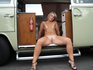 http://img64.imagetwist.com/th/13429/p7ma7su2fx3s.jpg
