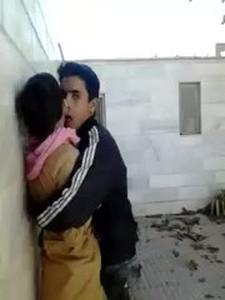 تهرب من المدرسة وتروح لعشيقها فى الخرابة يخلعها لبس المدرسة وينيكها