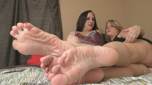 Jazmine and Ava big wrinkly soles footsie compare