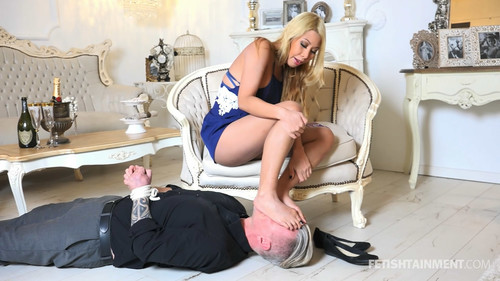 The ignored foot licker of Miss Vanny - FULL HD WMV