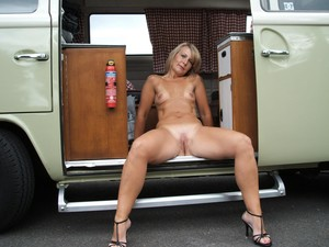 http://img64.imagetwist.com/th/21747/o3cv681kio5h.jpg