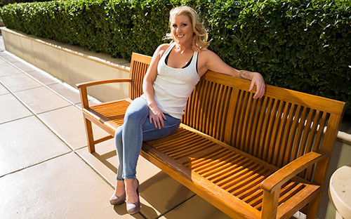 Mompov.com -  Ashlee Beautiful natural blonde