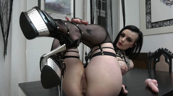 Alissa Noir - Goth rides and sucks, HD