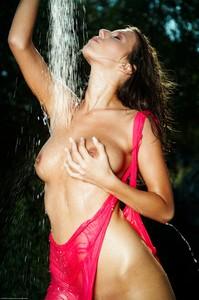Lizzie Ryan - Wild Shower  o6rp92s3jh.jpg