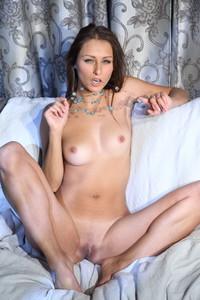 Yarina-A-Avele--36sbu8fcgw.jpg