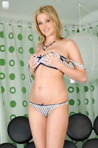 Carli-Banks-Sexy-Circles--s6vtjqxpf3.jpg