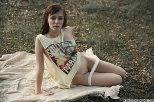 Ellie-Jane-Picnic-W%2F-Miss-Jane--g6sjefrchw.jpg