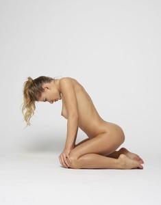 Darina-L-Body-Shape--26snmsdphh.jpg