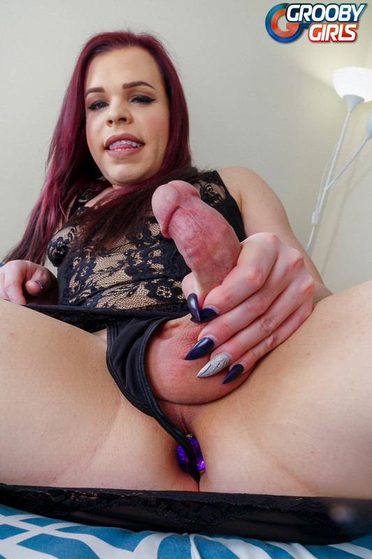 Horny Cassie Woods Cums! (17 March 2018)