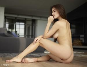 Arina-Home-Nudes--x6sprdpzjz.jpg