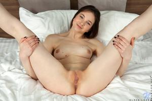 Slava-Love-Schoolgirl--t6sxxukg7p.jpg