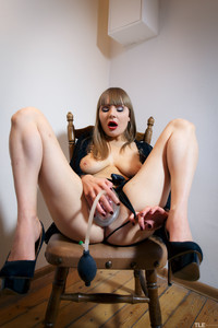Natalie-Russ-Pump-And-Squirt-1--16tam007ip.jpg